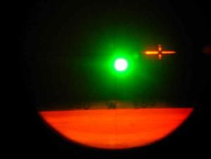 Visée sur le soleil depuis un sextant aéronautique sur avion Nord262... On voit en bas de l'image que le soleil se trouve à l'ouest.