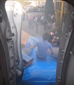 évacuation d'un avion par les toboggans
